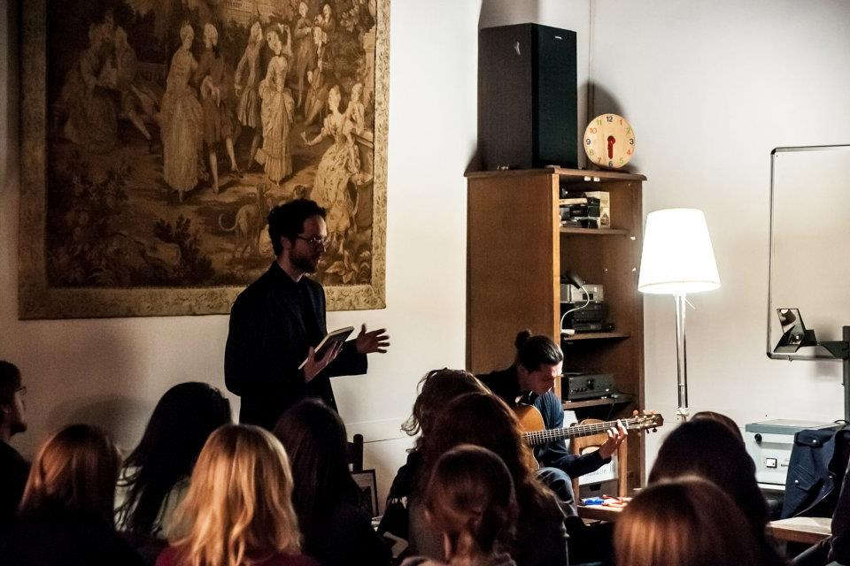 Reading musicale alla Hardng University (Scandicci, Firenze), con il chitarrista Krishna Biswas